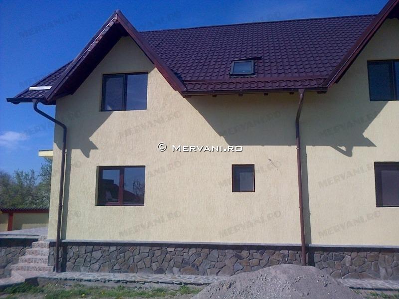 X113AC – Casa cu 9 camere de Vanzare in Scorteni, zona Centrala