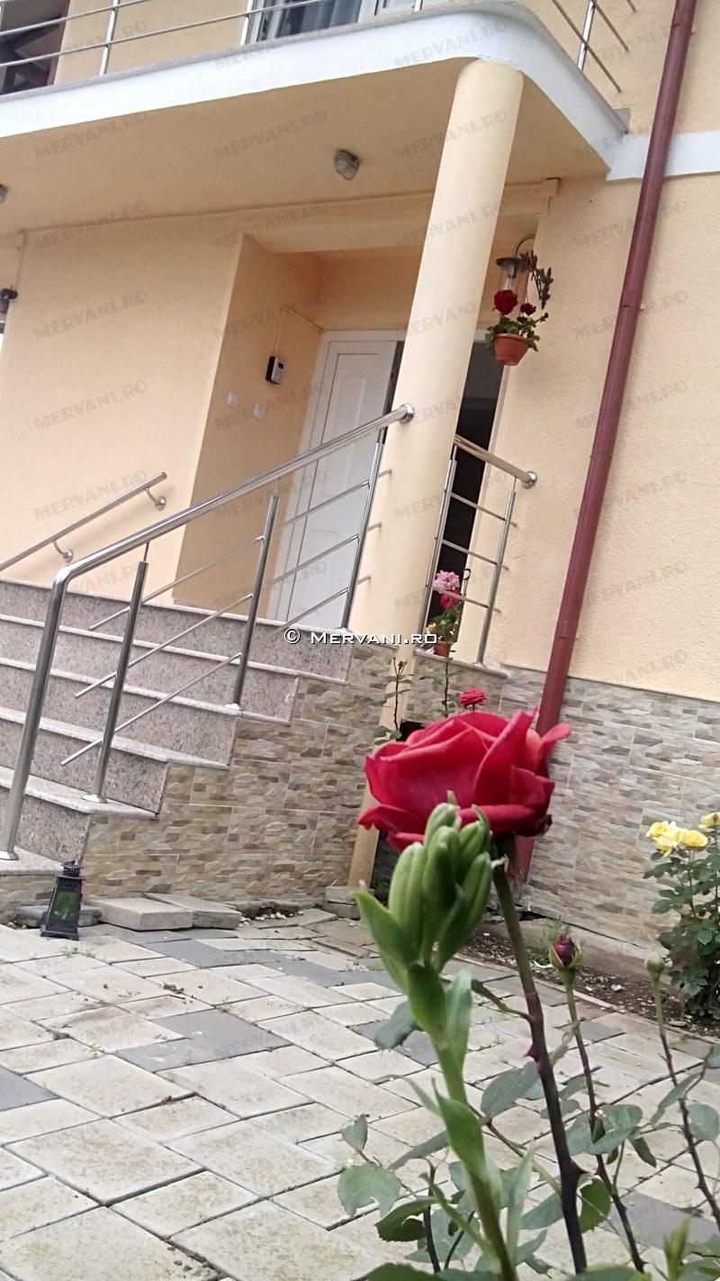 X212DF – Vila cu 6 camere de Vanzare in Banesti, zona Semicentrala