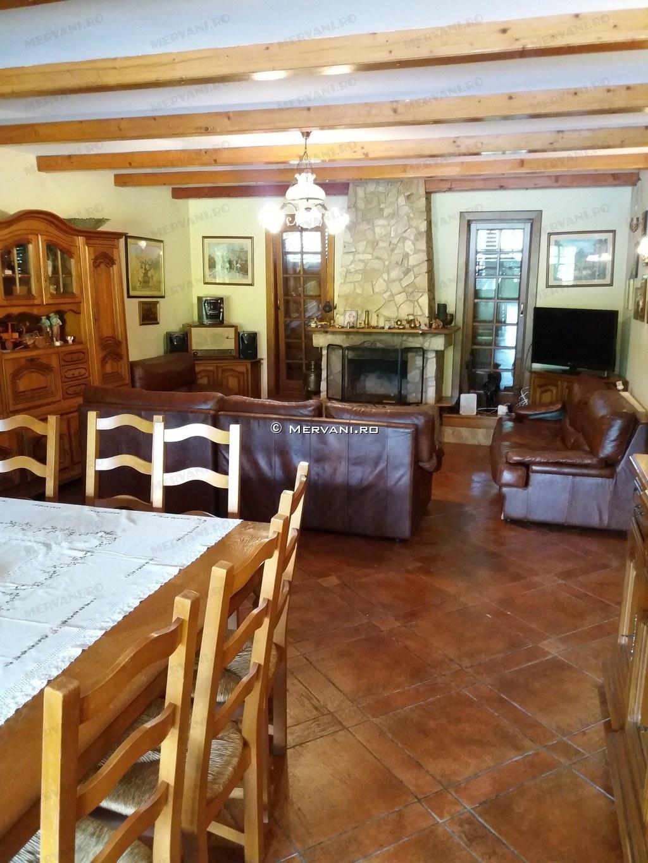 X21A72 – Vila cu 9 camere de Vanzare in Poiana Campina, zona Semicentrala
