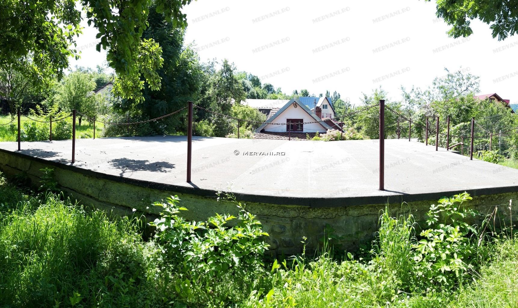 X11BF2 – Casa cu 6 camere de Vanzare in Comarnic, zona Centrala