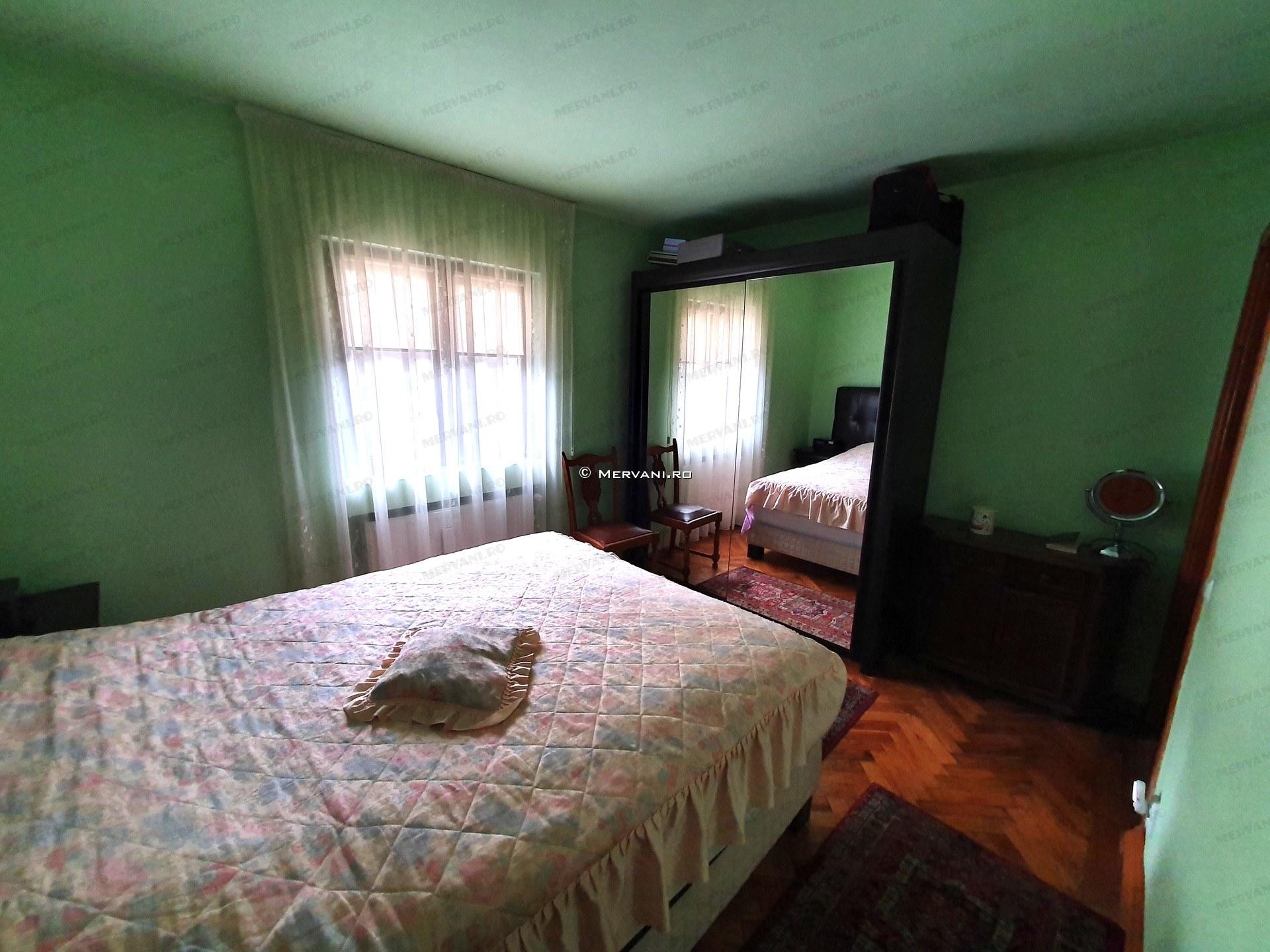 X11D21 – Casa cu 5 camere de Inchiriat in Sinaia, zona Centrala