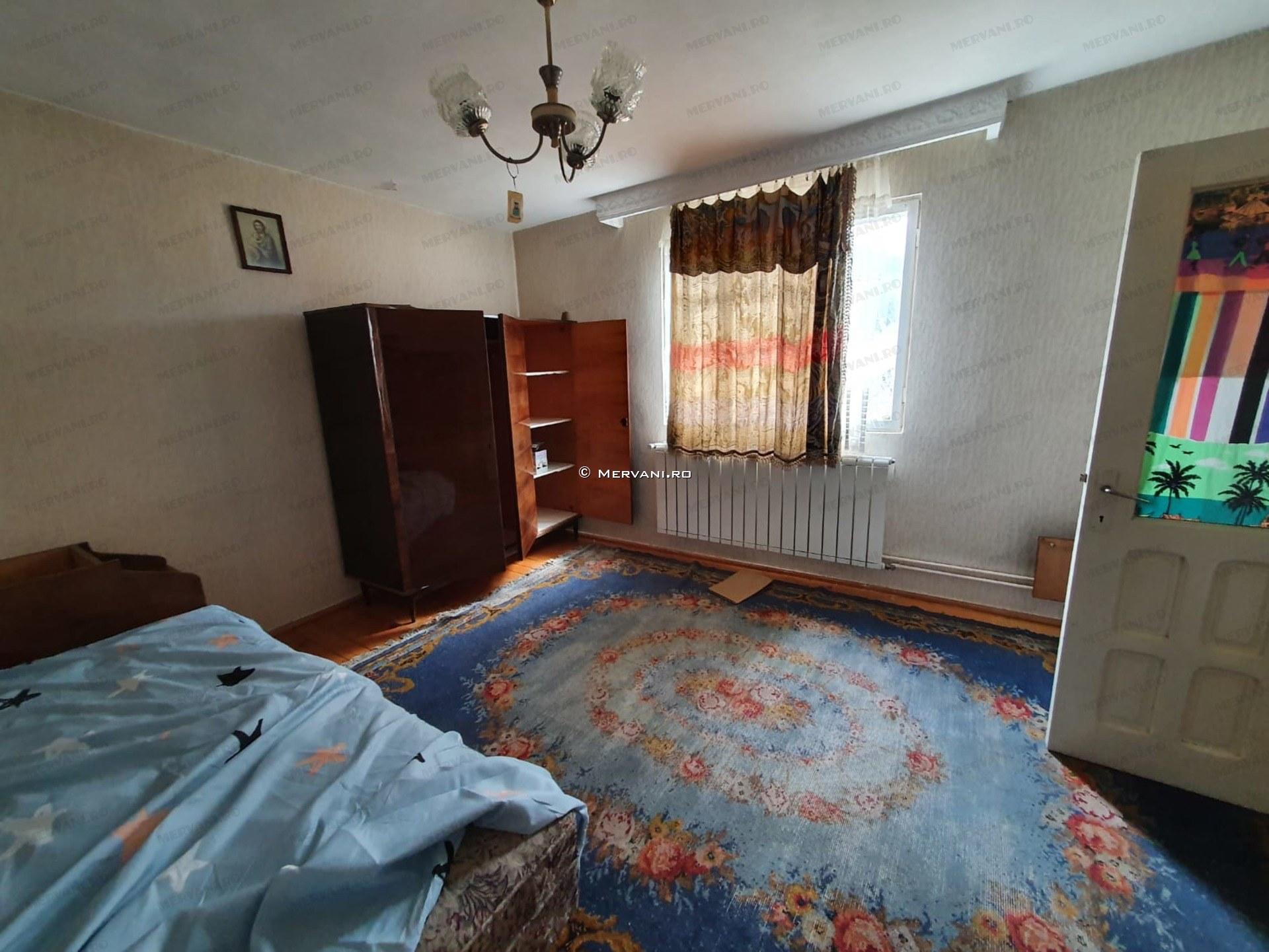 X11D40 – Casa cu 6 camere de Vanzare in Busteni