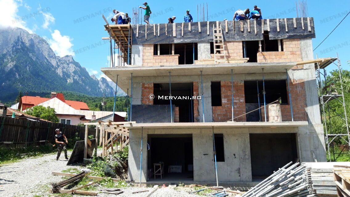 Stadiul lucrarilor pe 27.07.2019 la proiectul imobiliar Sunny view Busteni din Busteni. Turnare placa peste etajul 1.