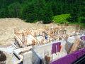 Stadiul lucrarilor pe 27.06.2016 la proiectul imobiliar Cioplea Best View din Predeal. Fundatie plus primul nivel de elevatie. (Fotografia 11)